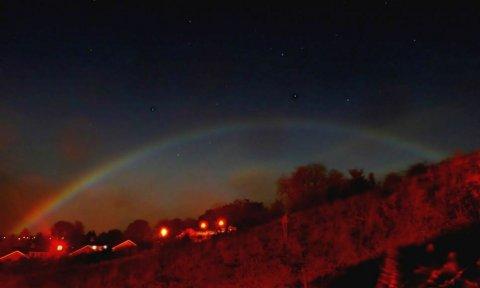 arcobaleno-notte-rainbow-dark-moon-bow
