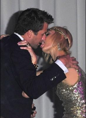 baci-kiss-Paris-Hilton-Doug-Reinhardt