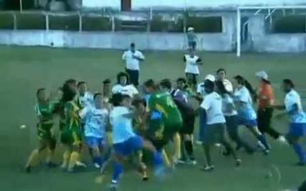 campionato-brasiliano-femminile-maxi-rissa