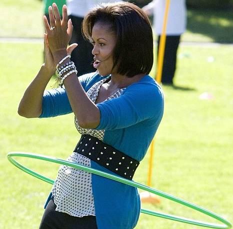 michelle-obama-hula-hoop-01