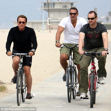 Arnold-Schwarzenegger-bodyguard-foto-02