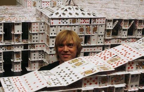 Bryan-Berg-guinness-dei-primati-castello-carte-02