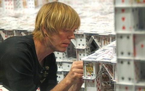 Bryan-Berg-guinness-dei-primati-castello-carte-04