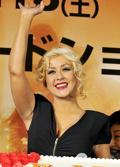 Christina-Aguilera-foto-burlesque-cicatrice-01