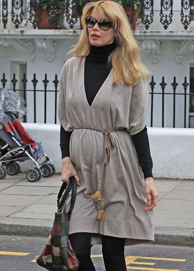 Claudia-Schiffer-top-mum-gravidanza-01