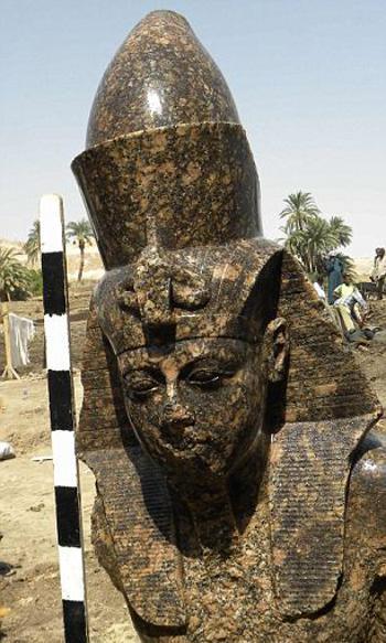 Egitto-Tutankhamon-Amenhotep-faraone-01