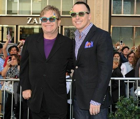 Elton-John-David-Furnish-gay-02 .jpg