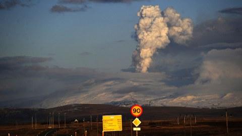 Eyjafjallajokull-vulcano-islanda-foto-aurora-boreale-01
