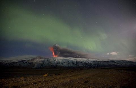 Eyjafjallajokull-vulcano-islanda-foto-aurora-boreale-02