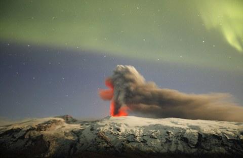 Eyjafjallajokull-vulcano-islanda-foto-aurora-boreale-03