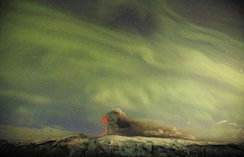 Eyjafjallajokull-vulcano-islanda-foto-aurora-boreale-04