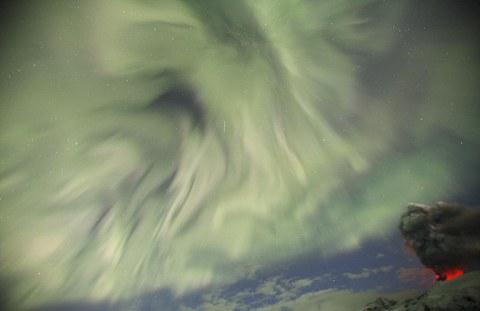 Eyjafjallajokull-vulcano-islanda-foto-aurora-boreale-05