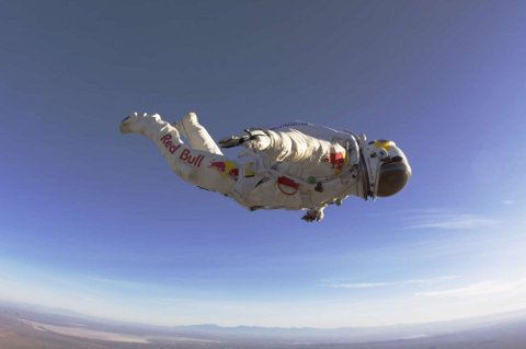 Felix-Baumgartner-record-guinness-40000-metri-lancio-suono