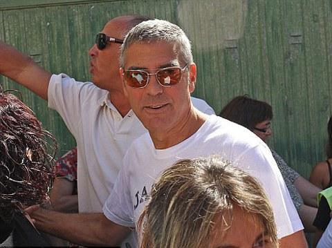 George-clooney-ed-elisabetta-canalis-in-sardegna4