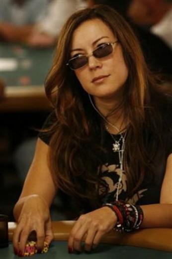 Jennifer-Tilly-poker-occhiali-da-sole