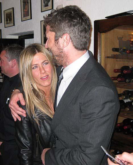 Jennifer_Aniston-gerard-butler-parigi-foto-02