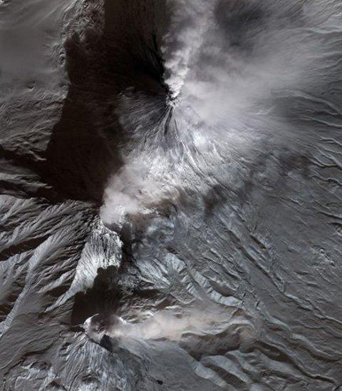 Kamchatka-vulcano-doppia-eruzione-foto-satellite