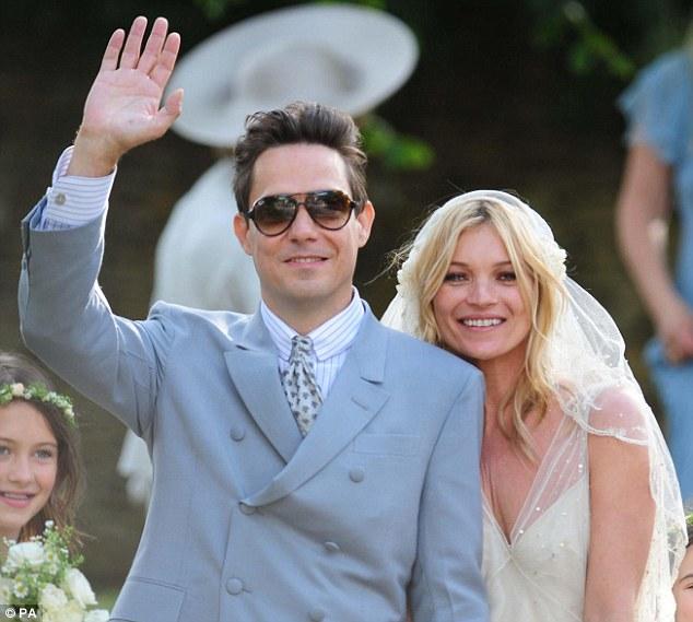 Kate-Moss-Jamie-Hince-wedding-matrimonio-foto-02