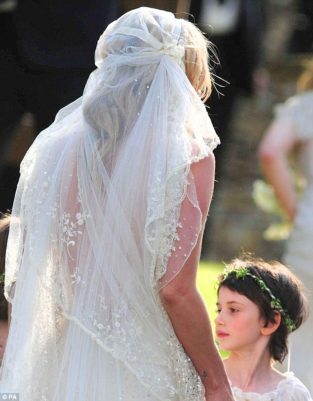 Kate-Moss-Jamie-Hince-wedding-matrimonio-foto-04