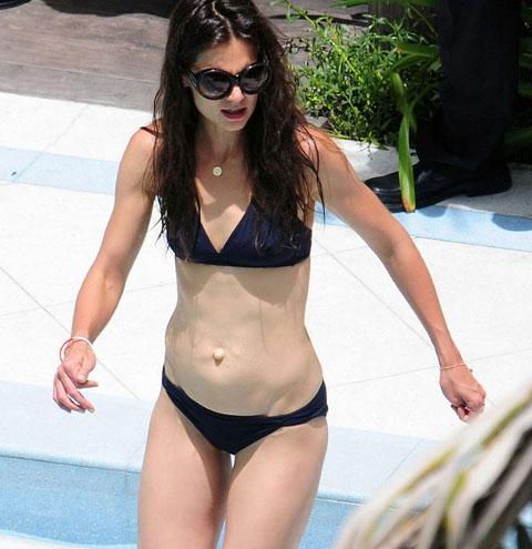 Katie-Holmes-Hot-Bikini-Seno-Piscina-Miami