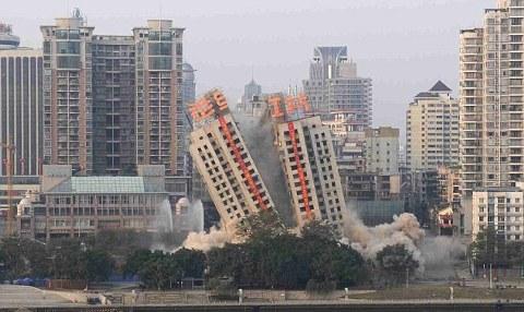 Liuzhou-demolizione-grattacieli-torri-cina-02