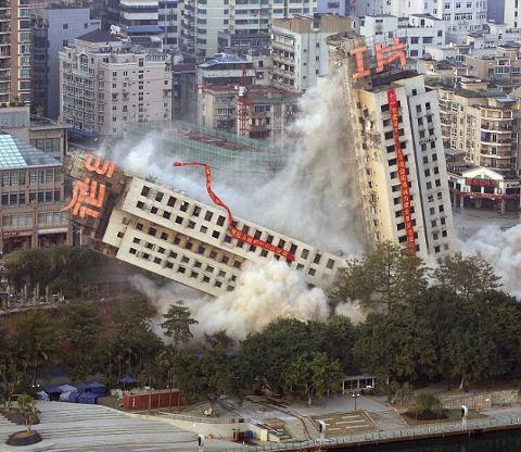Liuzhou-demolizione-grattacieli-torri-cina-06