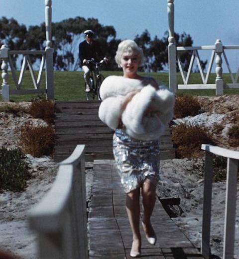 Marilyn-Monroe-a-qualcuno-piace-caldo-foto-03