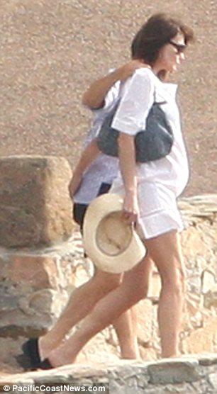 Nicolas-Sarkozy-carla-bruni-incinta-foto-pic-02