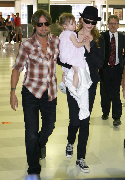 Nicole+Keith+Sunday+Rose+Departing+Sydney