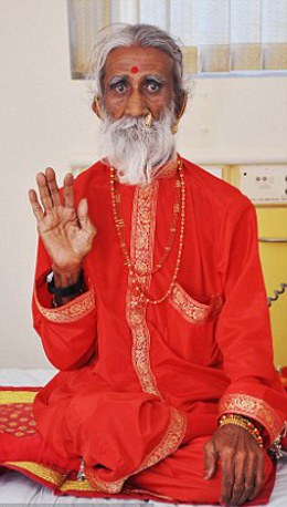 Prahlad-Janire-digiuno-da-70-anni-foto-01
