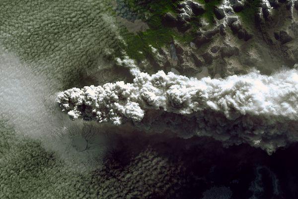Puyehue-vulcano-eruzione-foto-01
