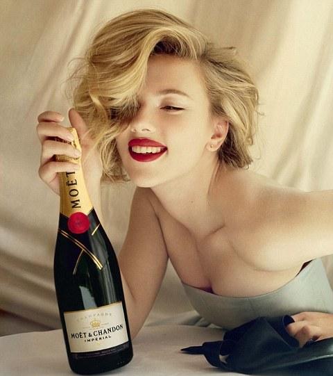 Scarlett-Johansson-champagne-moet-chandon-foto-gossip-01