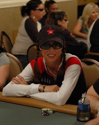Shannon-Elizabeth-poker-occhiali-da-sole
