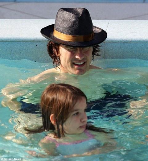 Tom-Cruise-cappello-hat-01