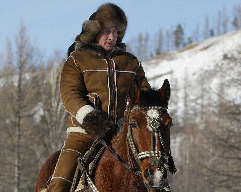 Vladimir-Putin-macho-a-cavallo-01