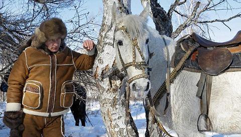 Vladimir-Putin-macho-a-cavallo-02