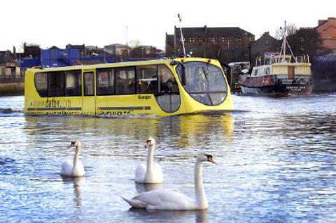 amfibus-autobus-anfibio-acqua-