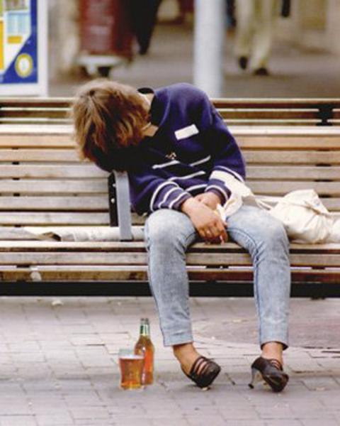 amy-lewis-alcolismo-dipendenza-04