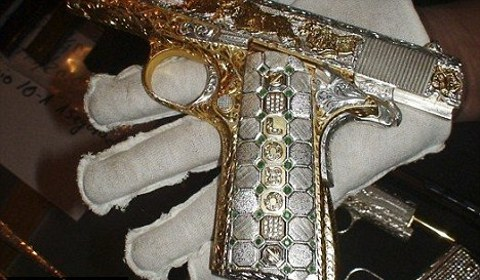 armi-da-fuoco-ricoperte-gioielli-oro-foto-01