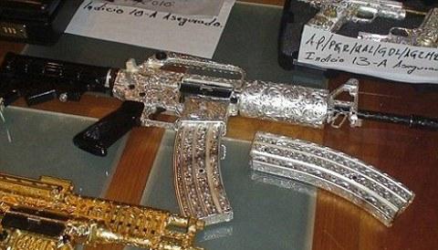 armi-da-fuoco-ricoperte-gioielli-oro-foto-03