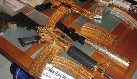 armi-da-fuoco-ricoperte-gioielli-oro-foto-04