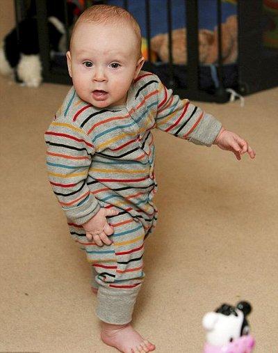 bambino-cammina-6-mesi-foto-pic-01