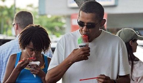 barack-obama-ghiacciolo-vacanza-hawaii-03