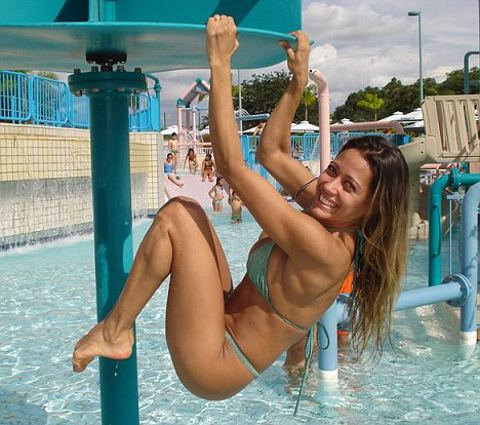 berlusconi-ballerina-lapdance-brasile-foto-02