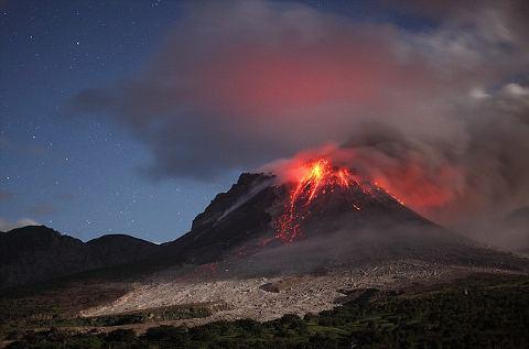 cacciatore-Martin-Rietze-vulcano-Soufriere-Hills-Caraibi-foto-eruzione