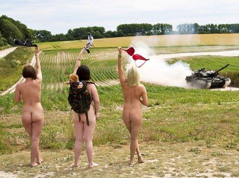 calendario-nudo-esercito-mogli-soldati-foto-hot-06