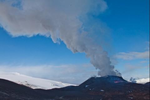 cenere-vulcano-Eyjafjallajokull-Islanda-eruzione-video-foto