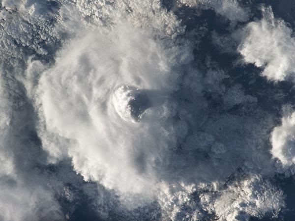 cumulonembo-nuvola-iss-foto-spazio-pic