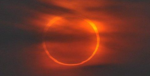 eclissi-sole-anulare-foto-pic-india-immagine-02