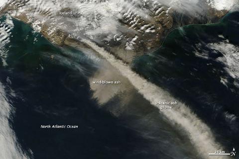 eyjafjallajokull-eruzione-cenere-nube-satellite-nasa-foto-01